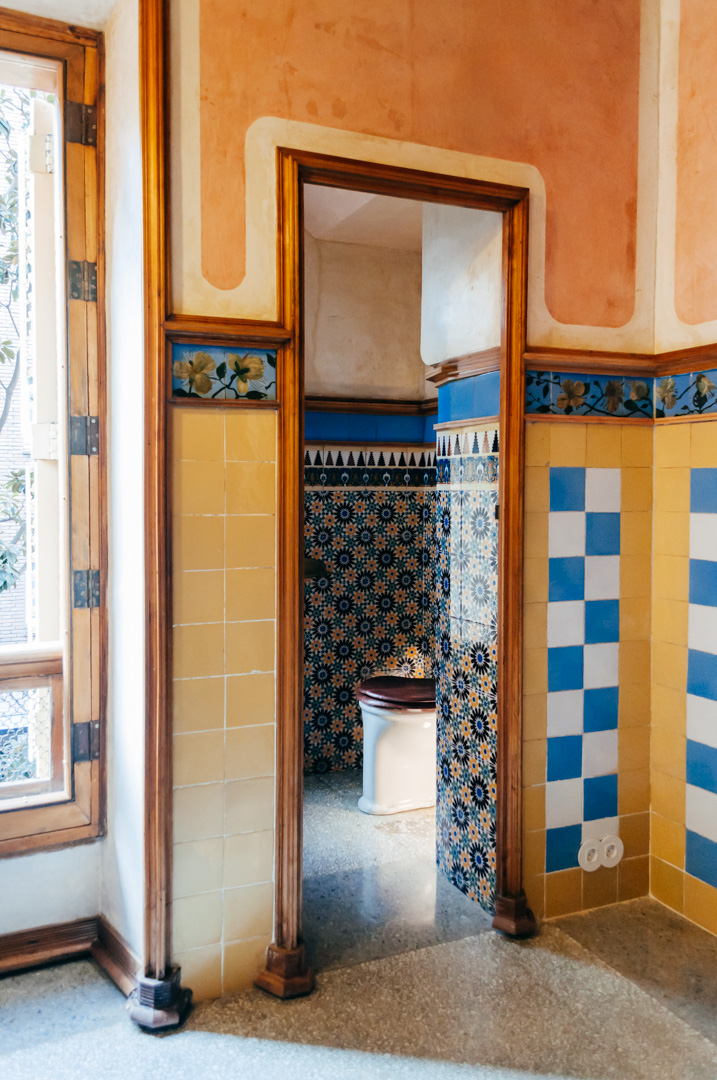 Gaudí's Casa Vicens: complete architecture and interior guide bathroom 1