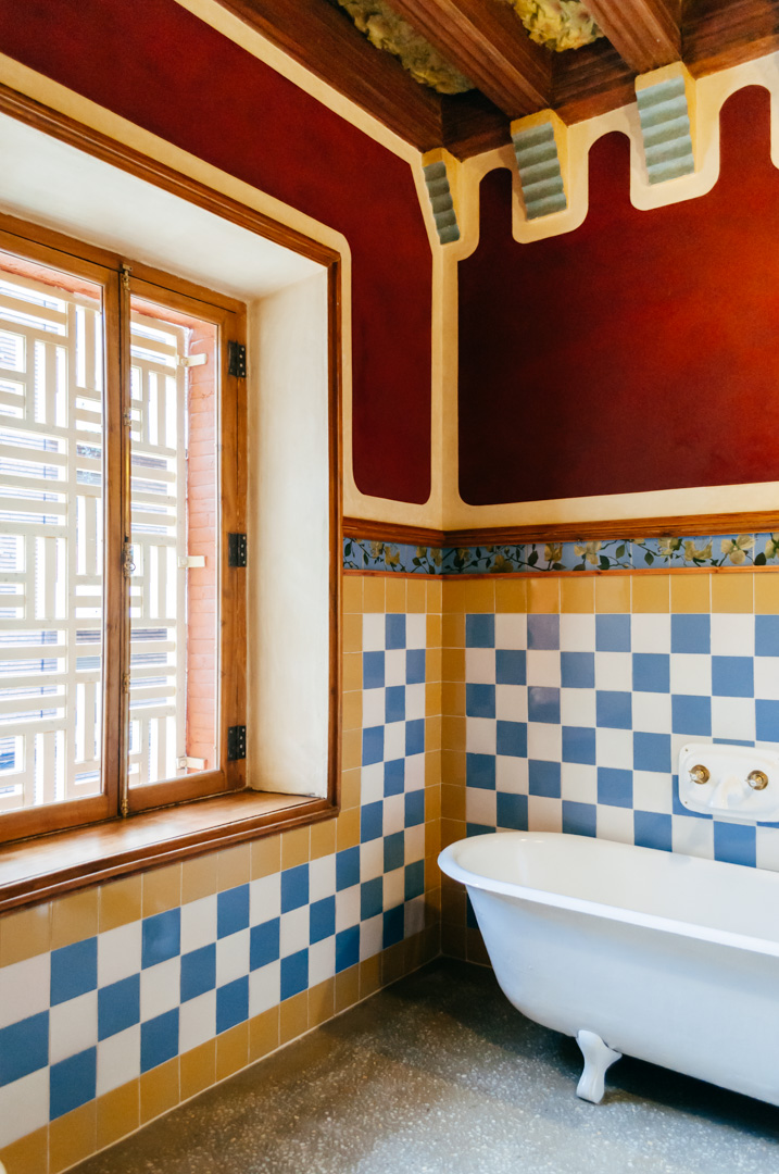 Gaudí's Casa Vicens: complete architecture and interior guide bathroom 3