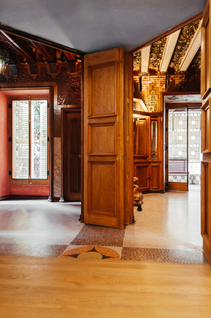 Gaudí's Casa Vicens: complete architecture and interior guide foyer 24